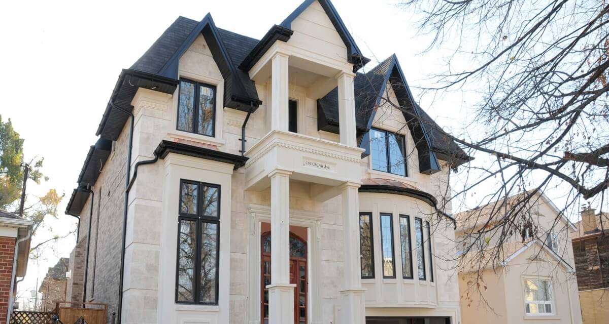 Faux stone accent moulding - Exterior stone home installation