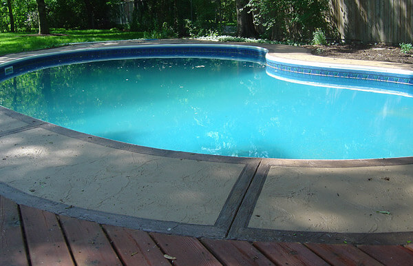 Outdoor swimming deck concrete overlay finish