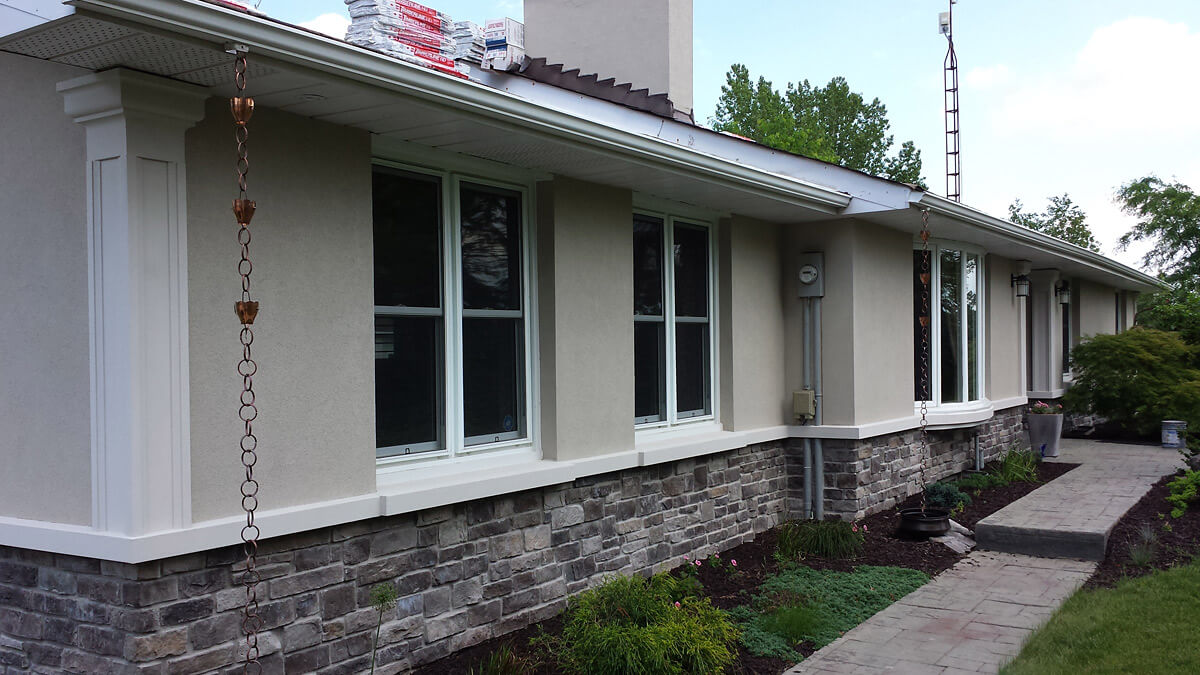 Halton hills ontario exterior restoration stone and for Stucco facade